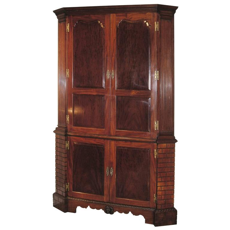 Antique Mid-18th Century Mahogany Corner Cupboard For Sale - Antique Mid-18th Century Mahogany Corner Cupboard For Sale At 1stdibs