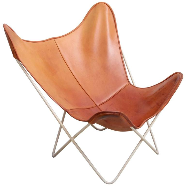 mid century modern butterfly chair by knoll international in original leather at 1stdibs. Black Bedroom Furniture Sets. Home Design Ideas
