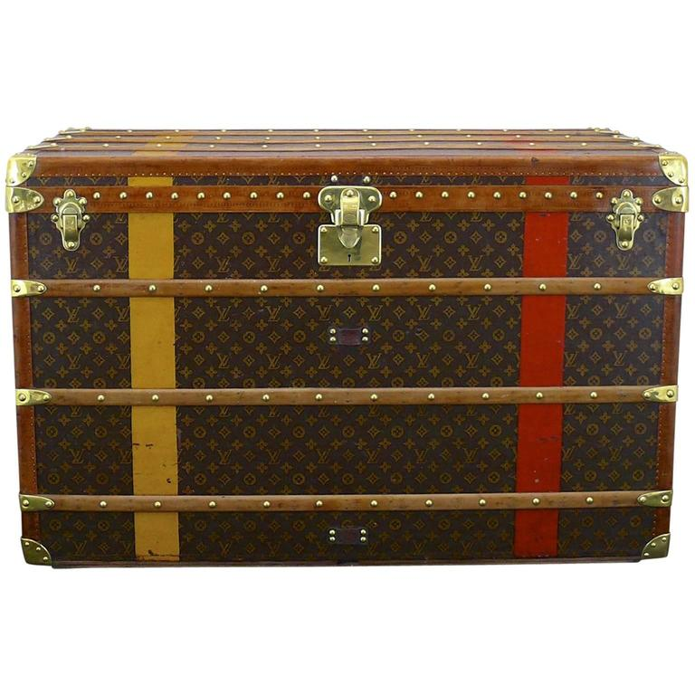 Louis vuitton brass bound courier trunk at 1stdibs for Furniture courier