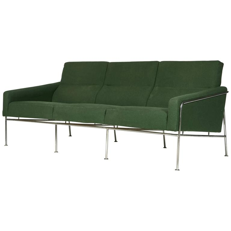 arne jacobsen airport sofa 3300 3 model 1957 for sale at 1stdibs. Black Bedroom Furniture Sets. Home Design Ideas
