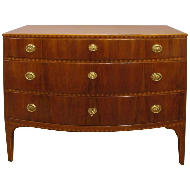 Italian Late 18th Century Luigi XVI Chest of Drawers in Solid Walnut with Inlays