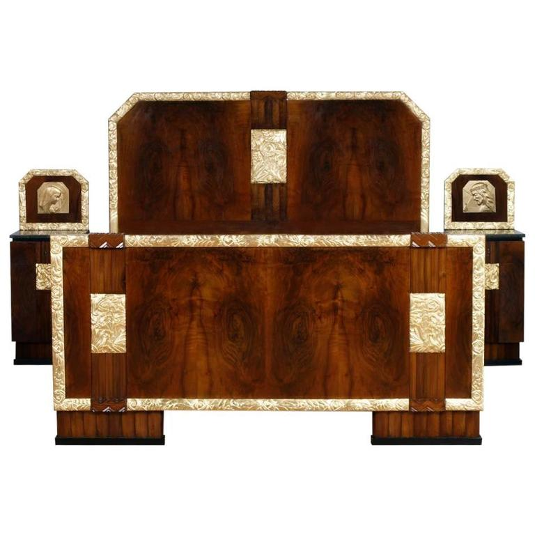 1930s Italian Art Deco Double Bed with Bedside Tables in Burl Walnut Gold Leaf