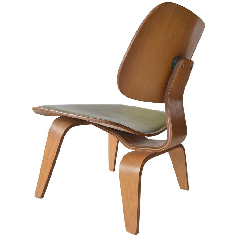Charles Eames Leather LCW for Herman Miller, 1949 For Sale