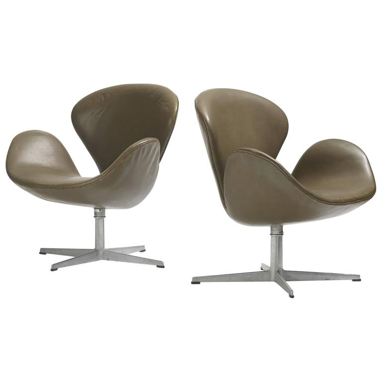 Swan chairs pair by arne jacobsen for fritz hansen for for Swan chairs for sale