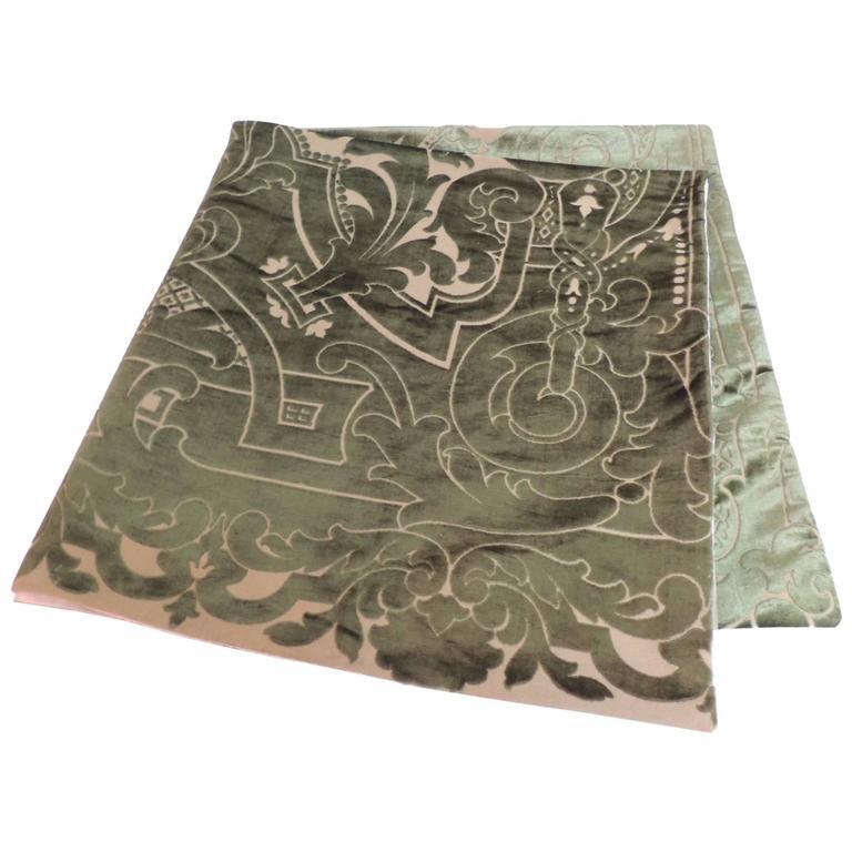 19th century silk velvet Gaufrage green throw For Sale