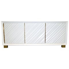 Frigerio 1970s Italian White Lacquered Carved Wood Credenza or Dresser