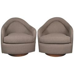 Pair of Classic Swivel Lounge Chairs by Milo Baughman for Thayer Coggin
