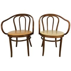 Matched Pair of Classic Bentwood Thonet 209 Chairs Thonet
