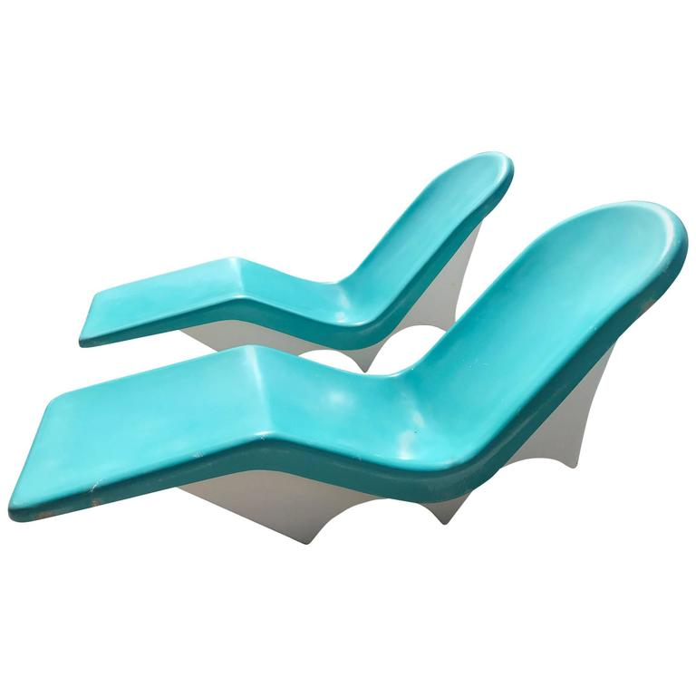 Pair of Mid-Century Fiberglass Poolside Lounge Chairs by ...