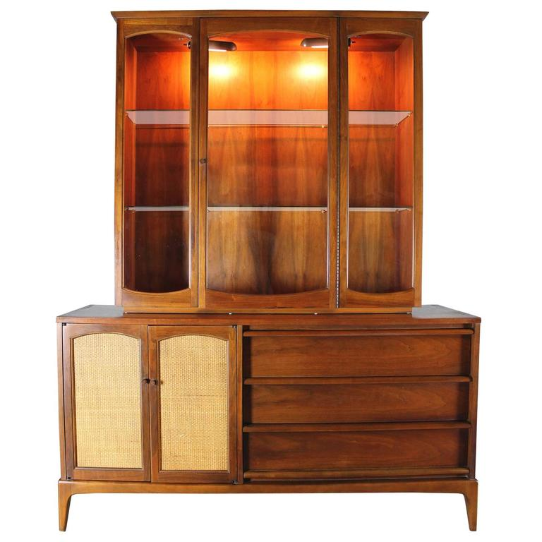 Lane Mid Century Modern Rhythm China Cabinet Lighted With