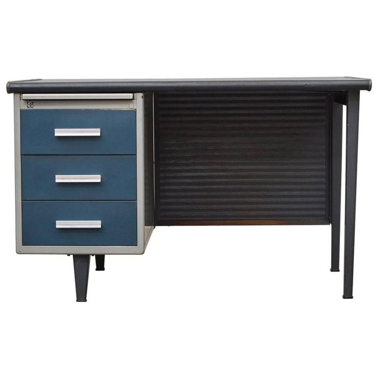 Gispen Desk With Privacy Screen For