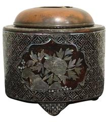 Japanese Edo Period Lacquer and Mother-of-Pearl Embellished Stoneware Koro