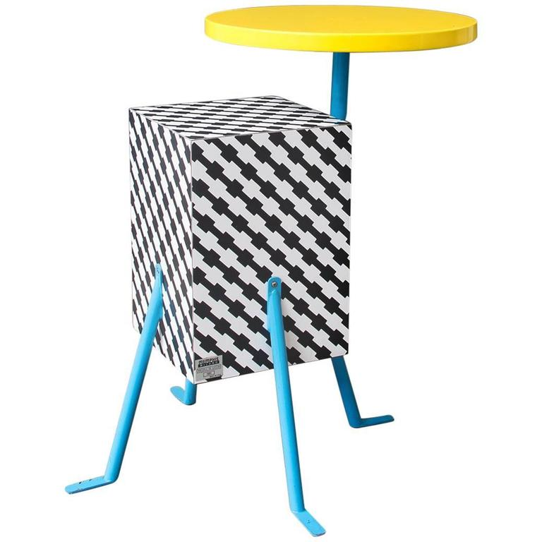 1981, Michele de Lucchi Kristall Side Table 'Robicara' for Memphis Milano For Sale