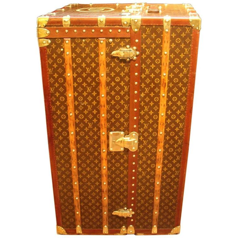 Large Louis Vuitton Wardrobe Steamer Trunk with Lift Top,Malle Louis Vuitton