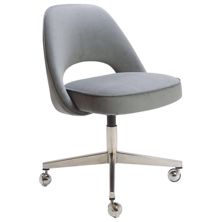 Attrayant Saarinen Executive Armless Chair In Gunmetal Moleskin, Swivel Base For Sale