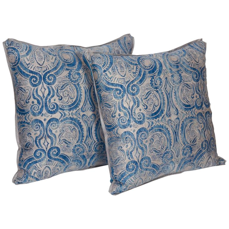 A Pair of Fortuny Fabric Cushions in the Peruviano Pattern 1