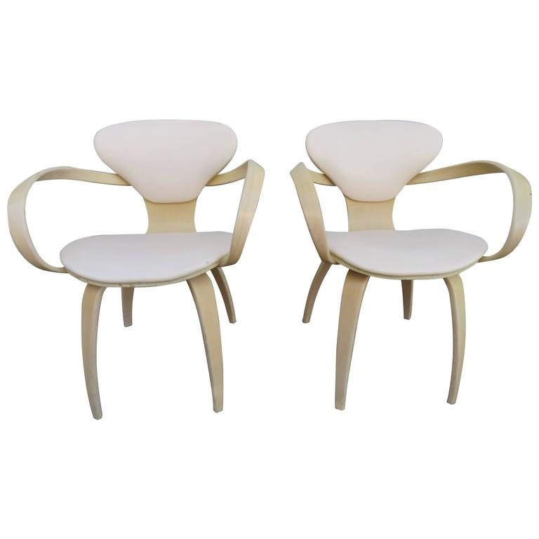 Lovely Pair of Norman Cherner Plycraft Pretzel Chairs, Mid-Century Modern For Sale