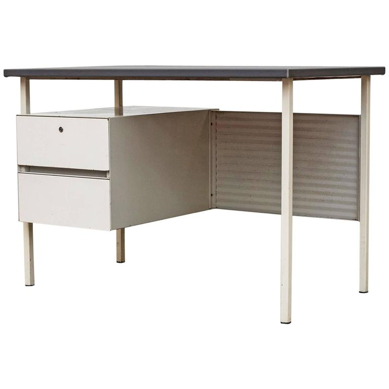 Gispen 3803 Desk With Privacy Screen For