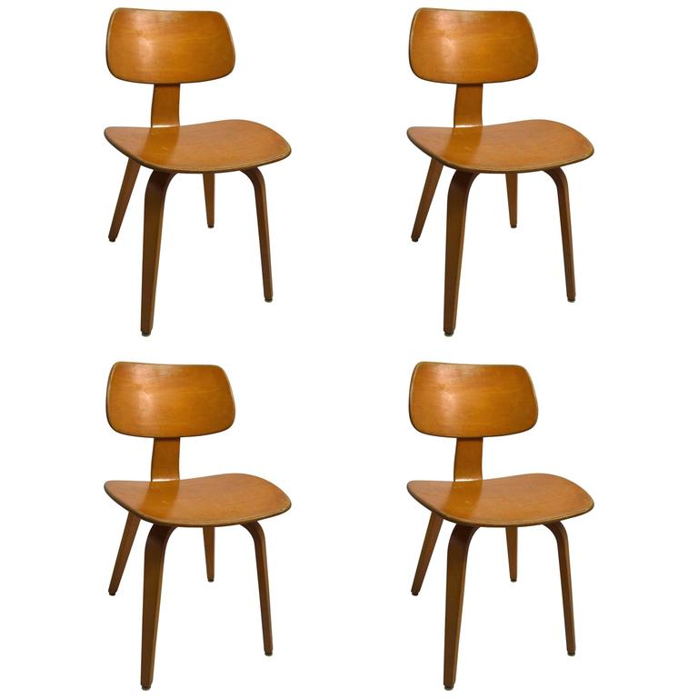 Set Of Four Blonde Bent Plywood Dining Chairs By Thonet At