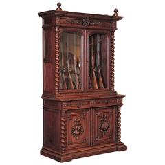19th Century French Carved Oak Eight-Gun Display Cabinet with Hunt Motifs