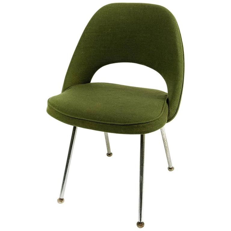 Executive armless chair by eero saarinen for knoll for Saarinen executive armless chair