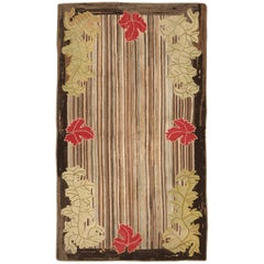 Antique Hooked American Rug. Size: 4 ft 5 in x 7 ft 9 in (1.35 m x 2.36 m)