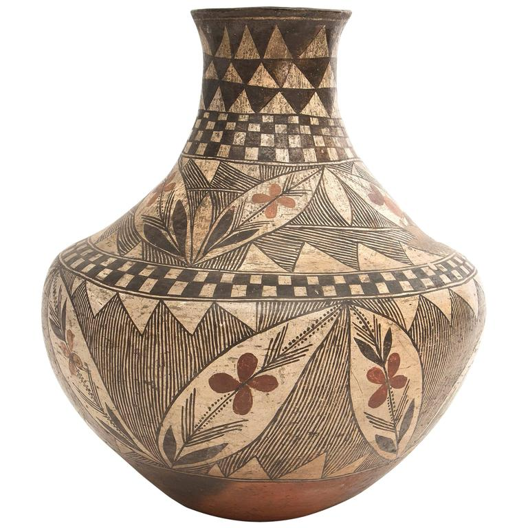 Antique Southwestern Native American Pottery Jar, Early 20th Century