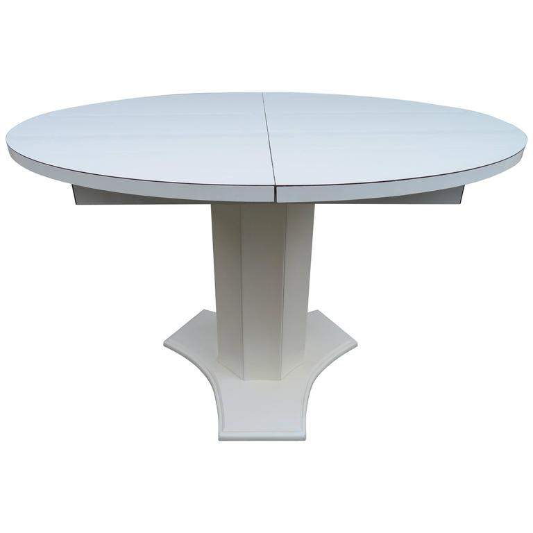 lovely hollywood regency round dining table for sale at 1stdibs. Black Bedroom Furniture Sets. Home Design Ideas