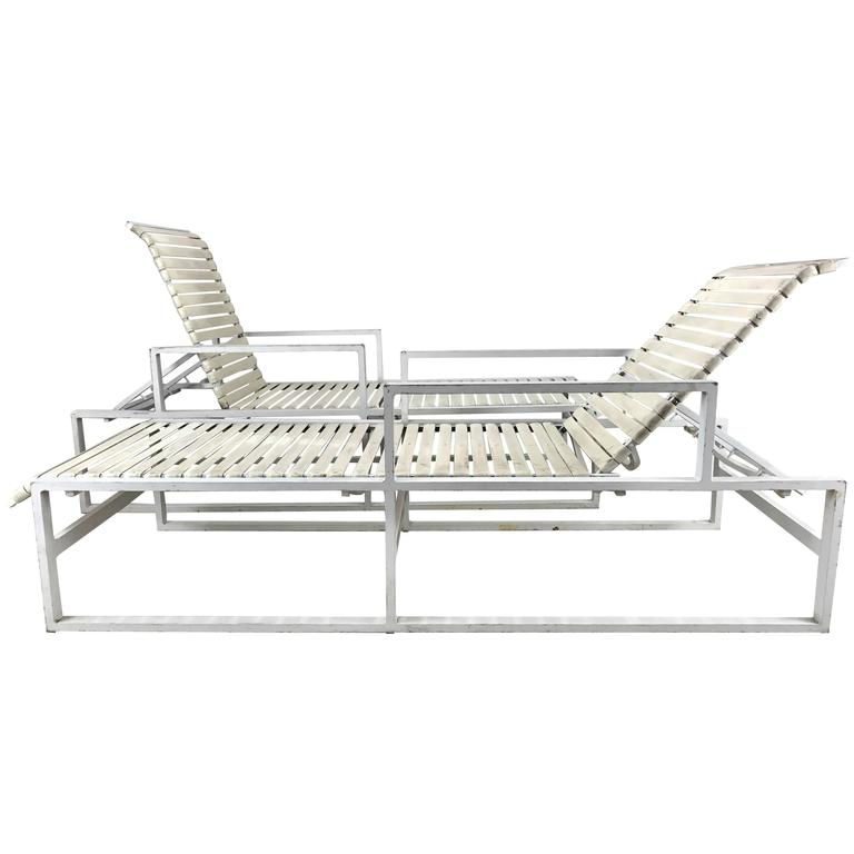 pair of modernist architectural pool side or garden chaise lounges - Chaise Aluminium