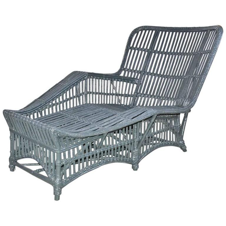 Elegant wicker rattan chaise longue at 1stdibs for Chaise longue rattan