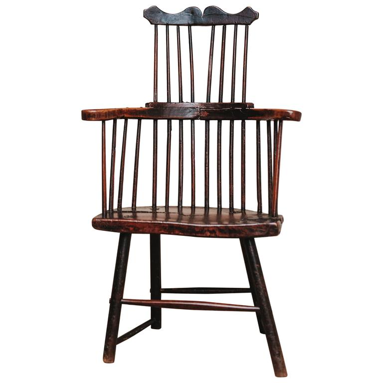 Attirant 18th Century Comb Back Windsor Chair For Sale