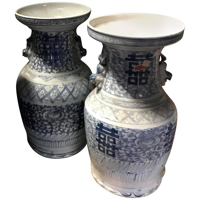 Pair of 19th Century Chinese Blue and White Porcelain Vases 1