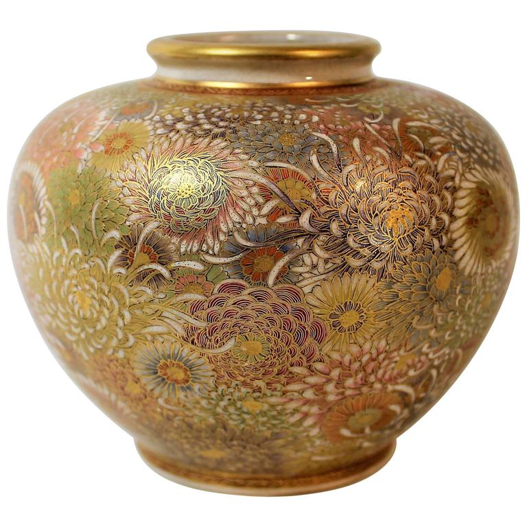 Japanese meiji period pottery vase painted in 39 mille fleur for Pottery painting patterns