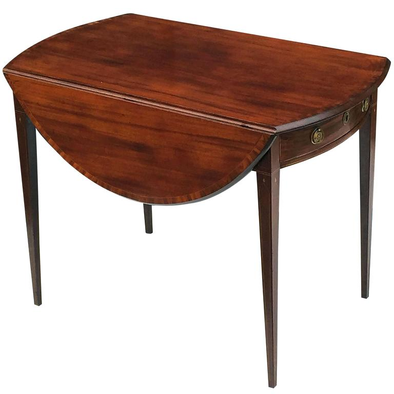 English Sheraton Pembroke Table of Mahogany For Sale