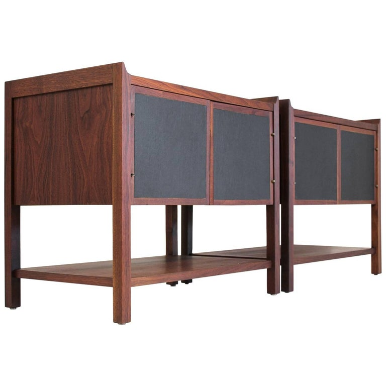 Pair of Dillingham Modernist American Walnut Nightstands End Tables For Sale