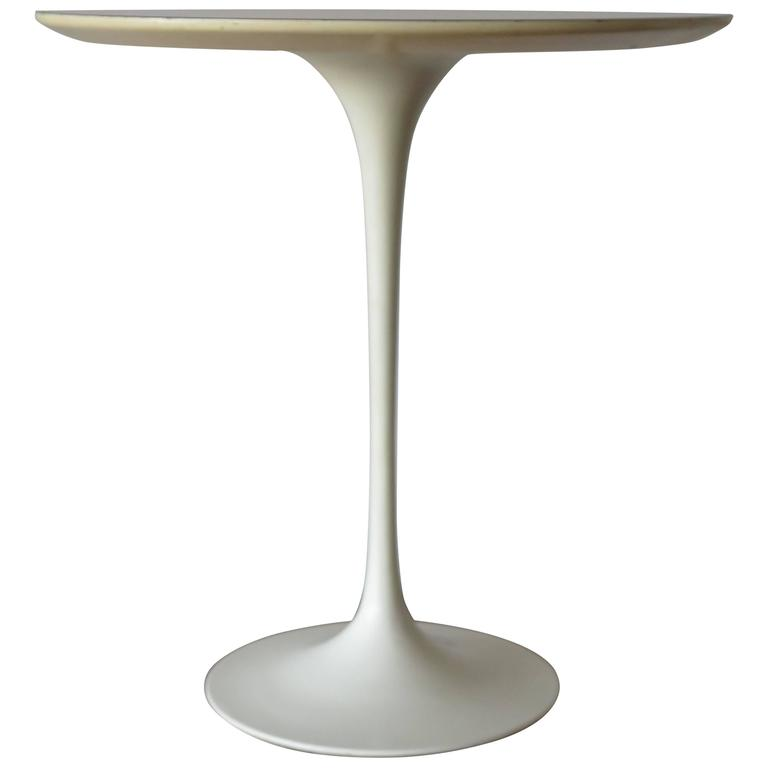 Classic Eero Saarinen for Knoll Vintage Side Table 1