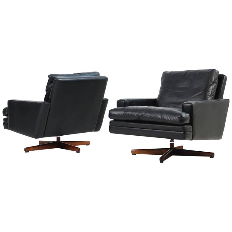 Pair of 1960s Swivel Lounge Chairs Fredrik A. Kayser Mod. 807 Leather For Sale