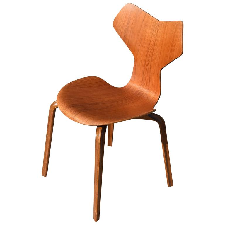 grand prix chair by arne jacobsen for fritz hansen at 1stdibs. Black Bedroom Furniture Sets. Home Design Ideas