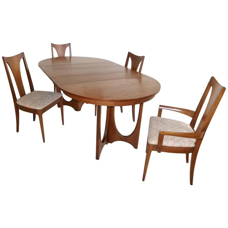 Broyhill Brasilia Walnut Dining Table And Chairs For Sale