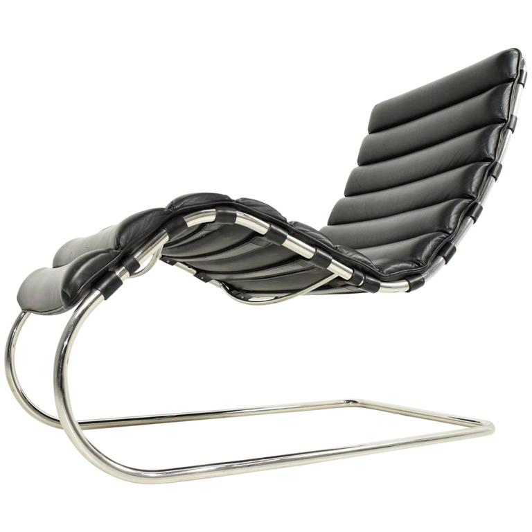 Mr chaise by ludwig mies van der rohe knoll at 1stdibs for Chaise barcelona knoll prix
