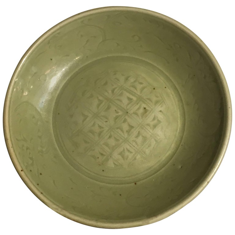 Ming Dynasty Longquan Celadon Dish with Geometric Design, 15th Century For Sale