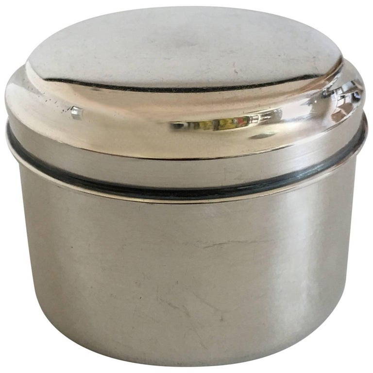 Nice Little Round Pillbox in Silver For Sale
