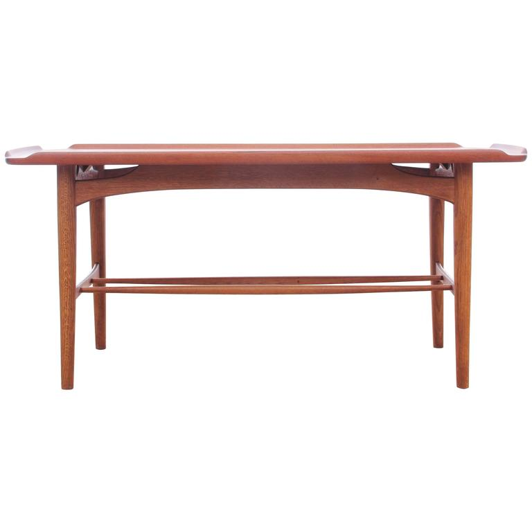 Mid century modern coffee table in teak at 1stdibs Modern teak coffee table