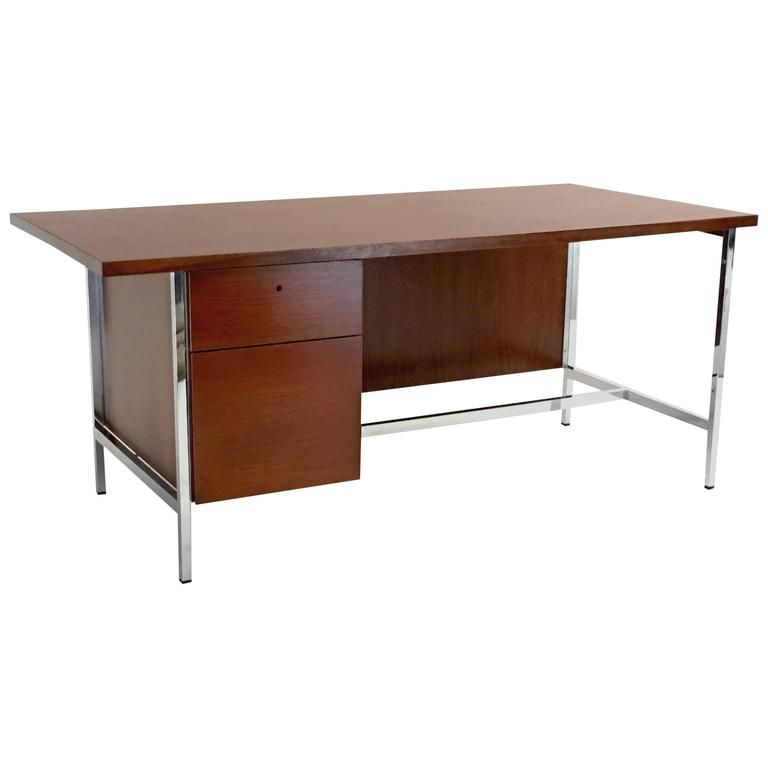 Outstanding Florence Knoll Executive Desk in Mahogany Finished Walnut