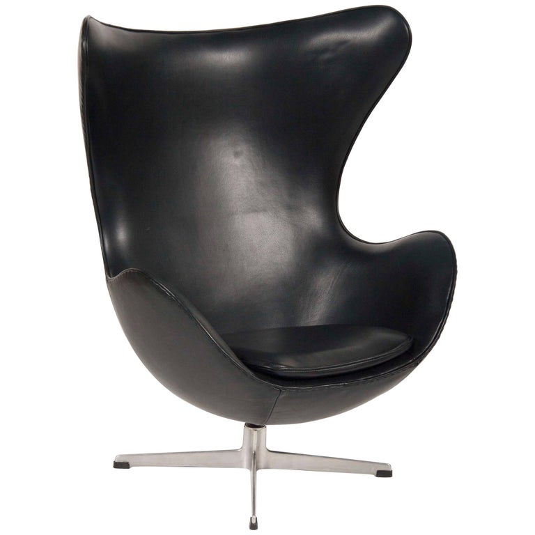 Arne Jacobsen Egg Chair In Edelman Leather  For Sale