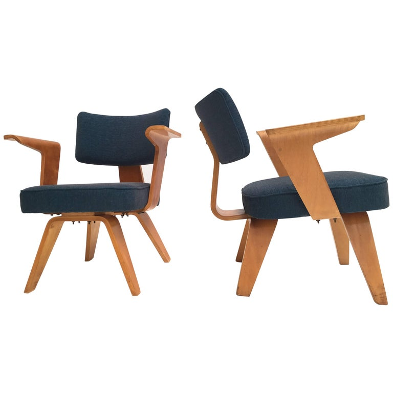 Pair of Plywood Cor Alons HF506 Easy Chairs for Den Boer Gouda the Netherlands For Sale