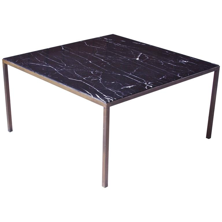 Charmant Vintage Italian Black Carrara Marble And Bronze Square Coffee Table, 1970s  For Sale