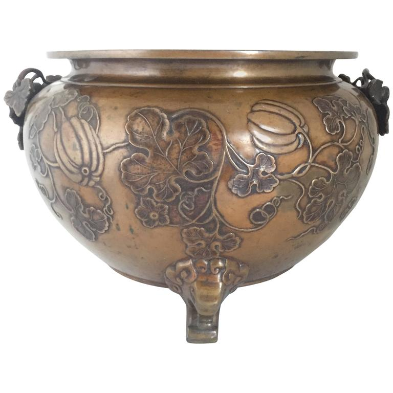 Early 20th century large japanese bronze jardiniere for Jardiniere decorative