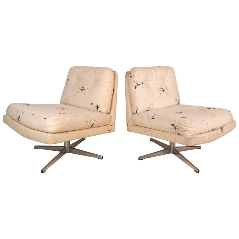 Mid-Century Modern Swivel Lounge Chairs in the Style of Milo Baughman For Sale