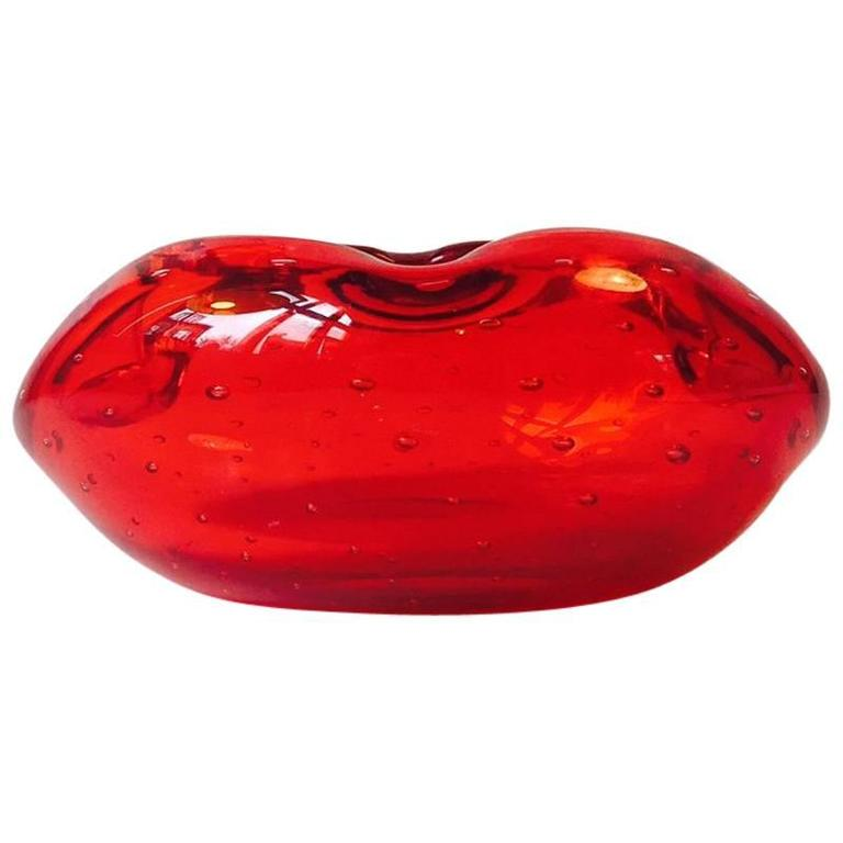 Murano 'Kiss' or 'Red Lips' Glass Ashtray with Controlled Bubbles, 1970s, Italy For Sale